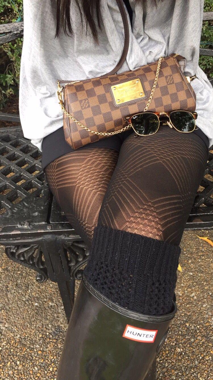 Rainy day outfit: Black Hunter boots, Louis Vuitton Eva ...