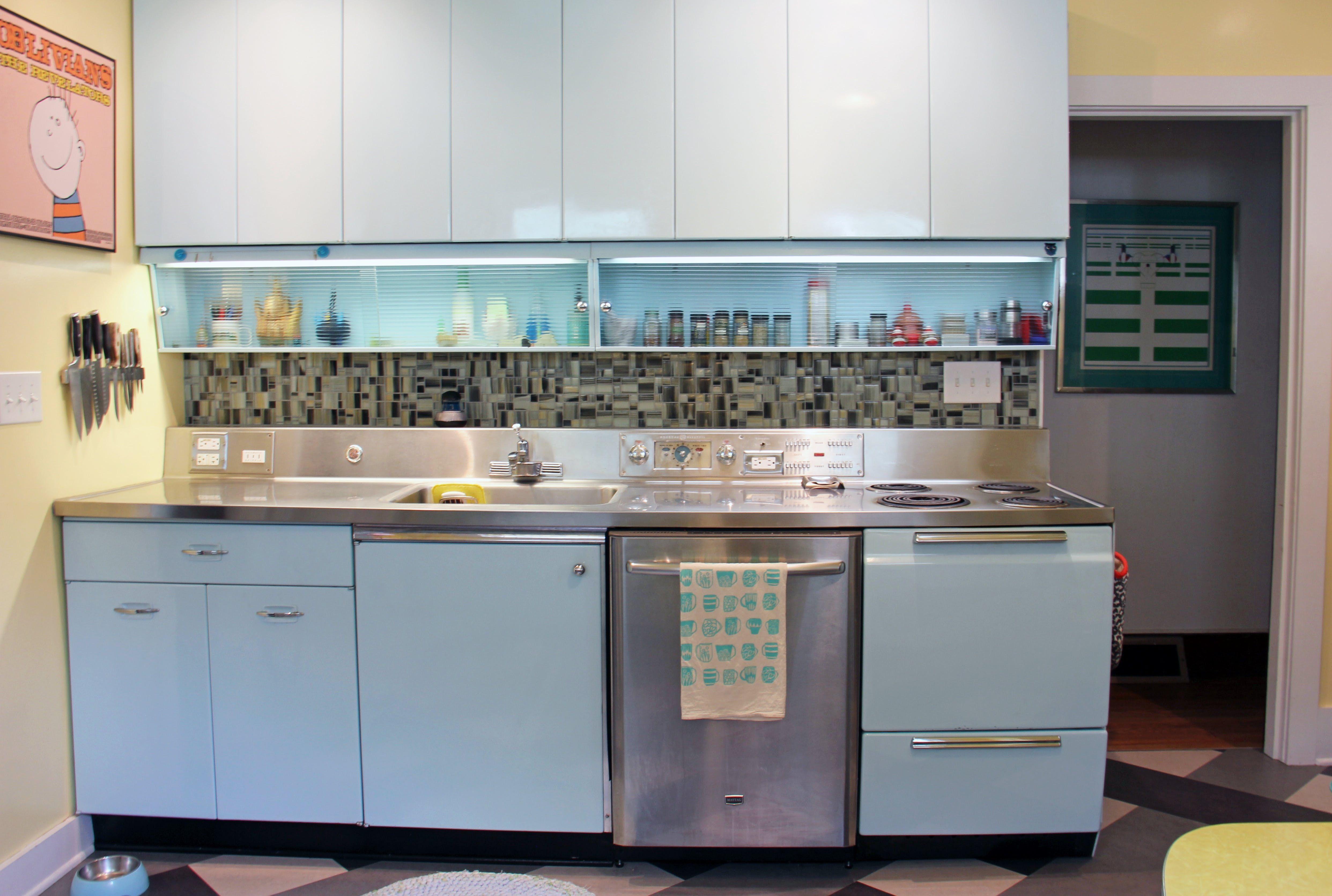 House Tour: Collectors\' Retro Home & Vintage Wonder Kitchen ...