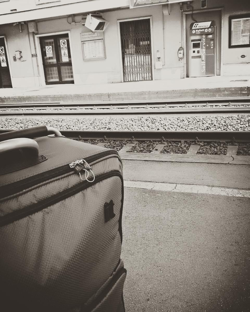 Si ritorna... #viaggiodiritorno#valigiadinuovopronta#siriparte#binari#train#itrenidellavita#rimini#milano#continuoviaggio by valentina___1989