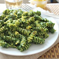A vegan version of creamy pasta with avocado and spinach.