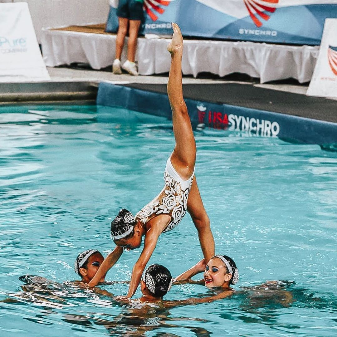 An You Believe That These Girls Are 11 12 Years Old The Nuts Are Having A Very Successful Junior Olympics So Synchronized Swimming Swimming Sports Photos