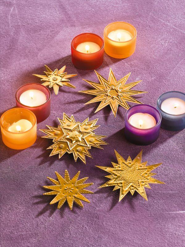 Basteln Mit Goldfolie Weihnachten.Gepragte Sterne Aus Goldfolie Weihnachtsstern Basteln