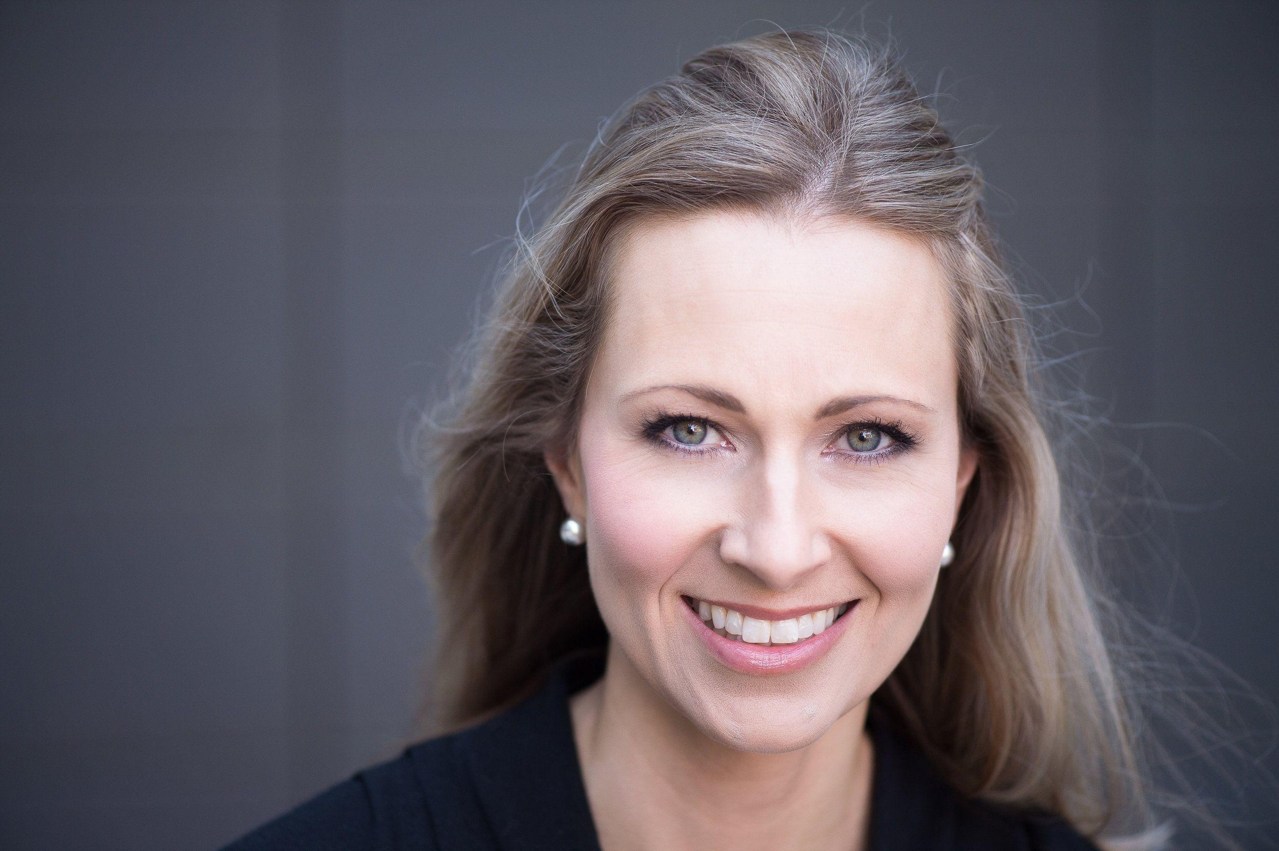 Psykologi Leea Mattila tunnetaan mm. Livin suositun Toisenlaiset äidit -sarjan asiantuntijana.
