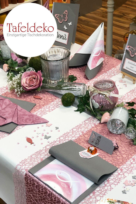 Rosa Schmetterlinge Und Altrosa Servietten Verleihen Ihrem Tisch Zusammen Mit Dem Kleinen Kommunions Und Mit Bildern Kommunion Deko Tischdeko Kommunion Deko Konfirmation