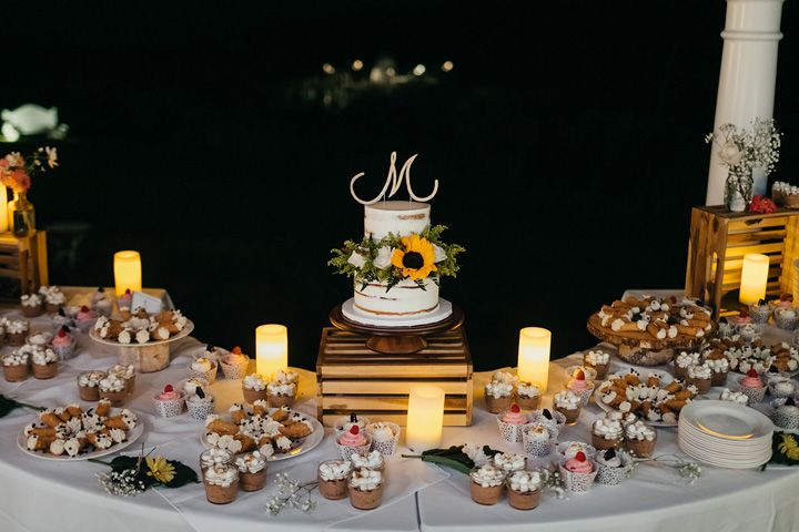 Wedding Cake decorated with sunflower | fabmood.com #wedding #backyardwedding #fallwedding #sunflowerthemed