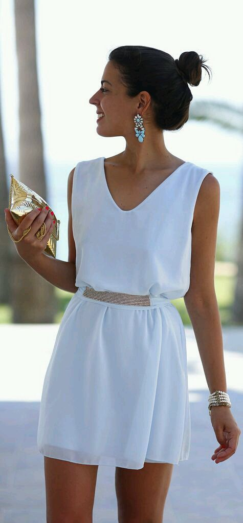 Cute white dress that can be worn on any occasion | Walkway ...