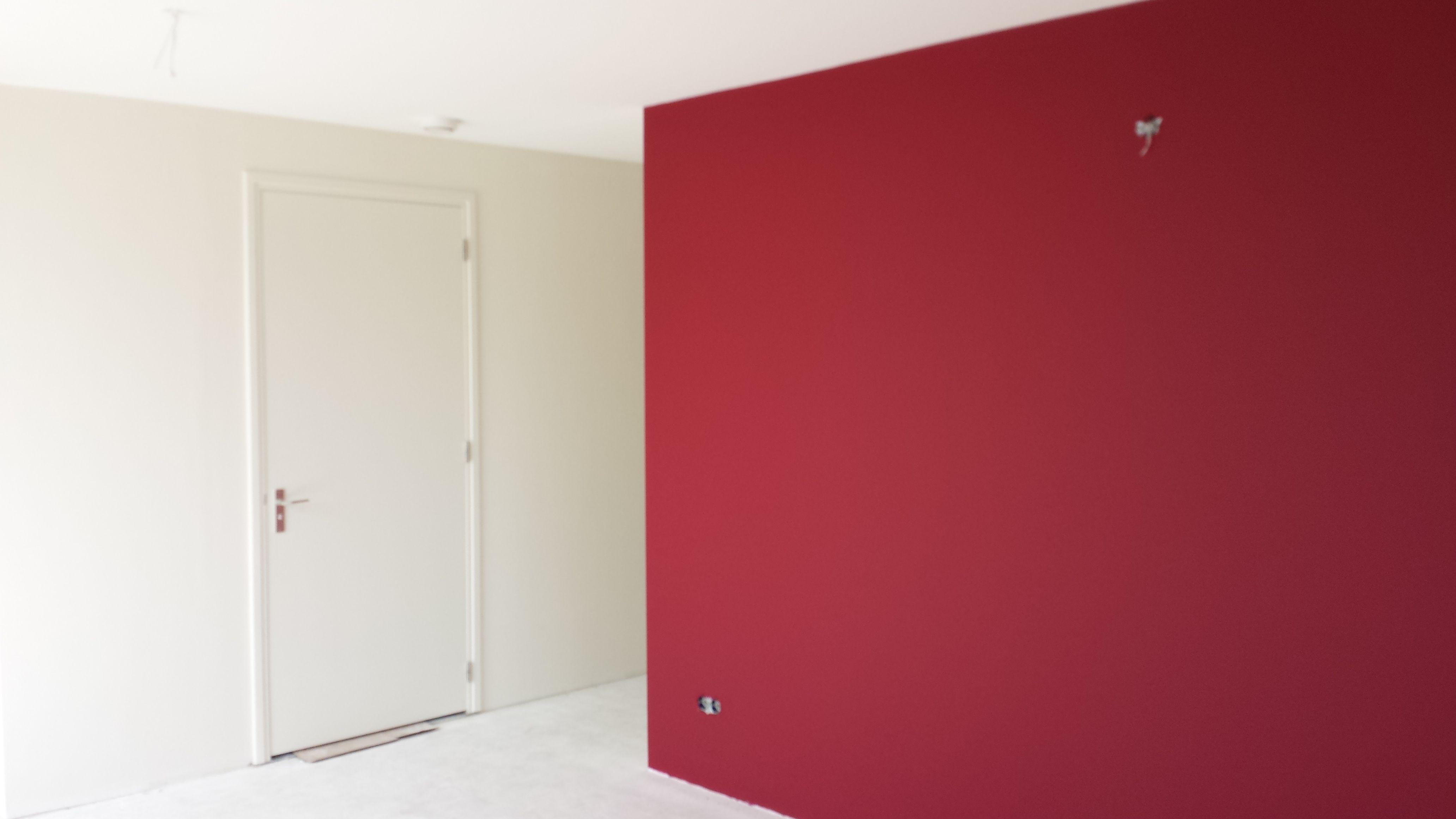 Glasvlies Behang Badkamer : Glad stucwerk afgewerkt met glasvliesbehang en geschilderd