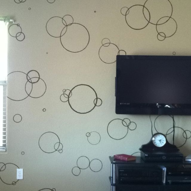 Easy accent wall! Trace various lids and then use a different color to cover the pencil marks!
