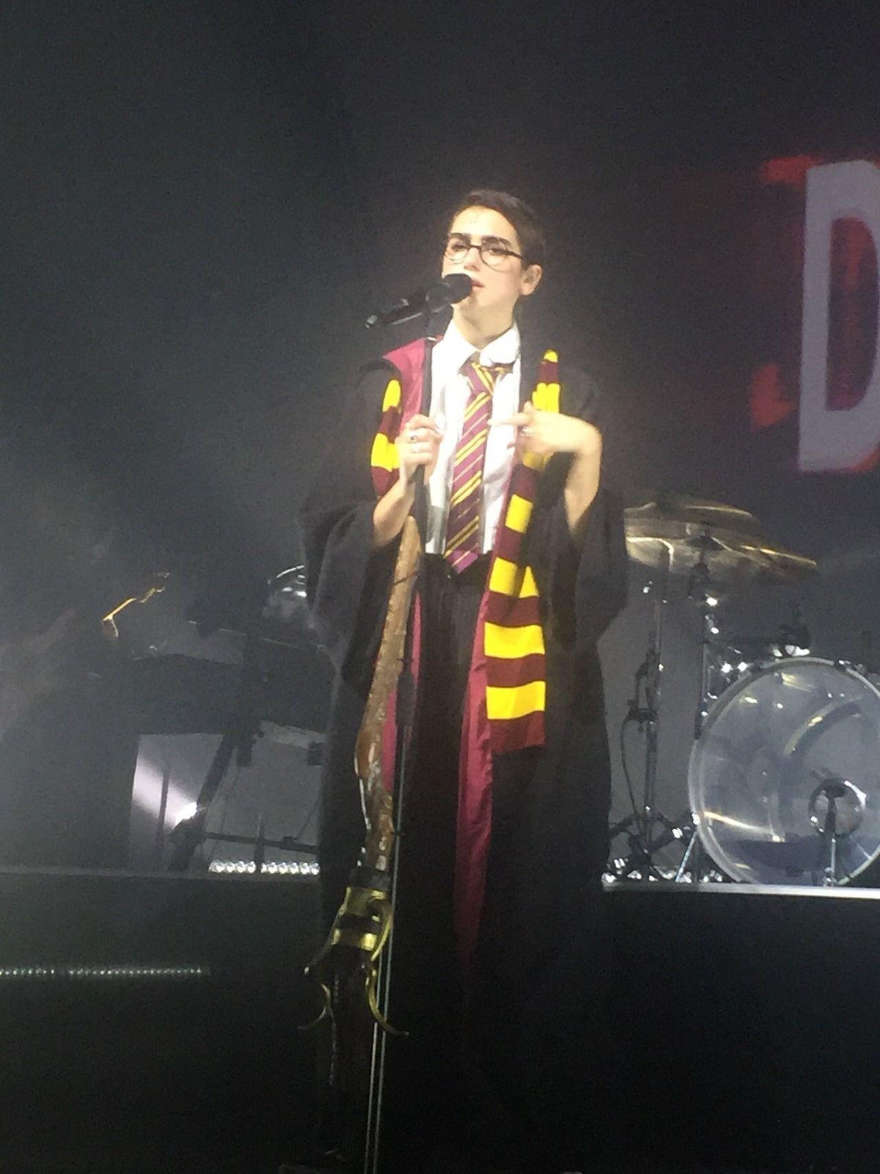 Dua Lipa As Harry Potter At Her Show In Hamburg Germany 27 10 Dua Lipa Concert Dua Lipa