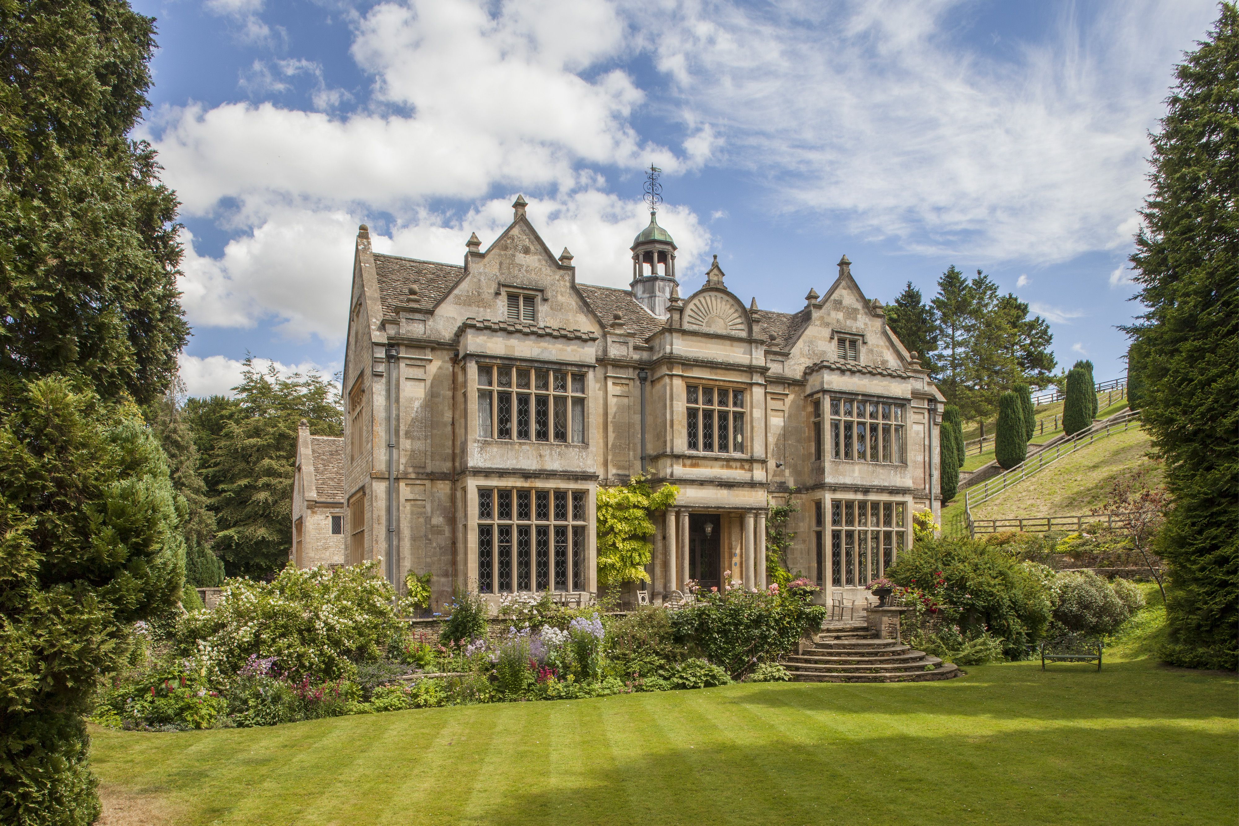 Ancient Cotswolds Manor Listed For Us 14 8 Million English Manor Houses English Estate Cotswold House
