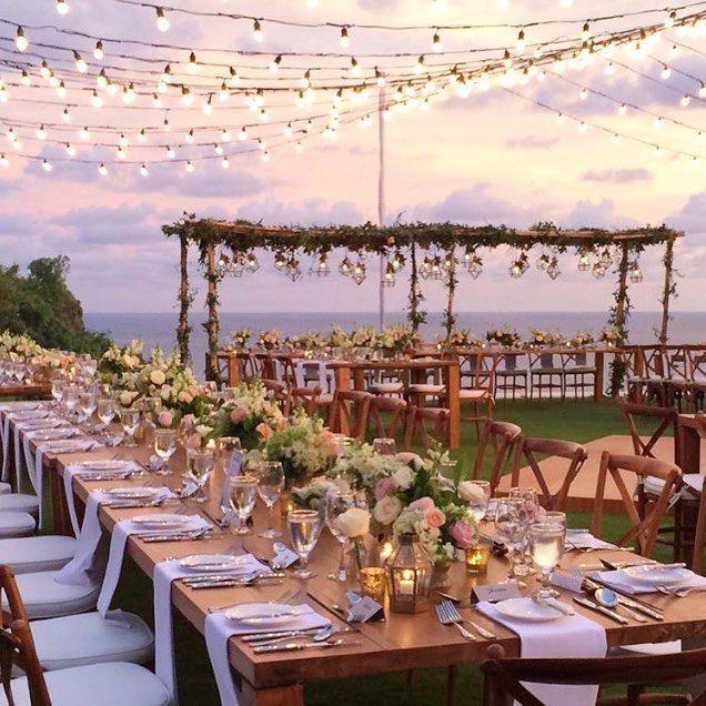 Set high on the clifftop of @theungasan hotel with flowers from @bloomzflowersbali 🌸 lightingOutdoor is part of Bali wedding -