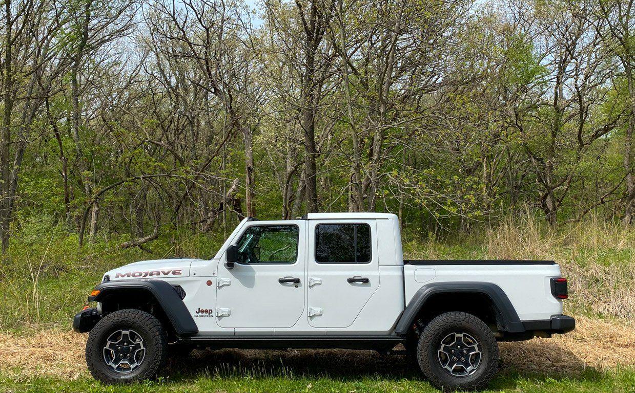 2020 Jeep Gladiator Mojave Review Plenty Of Fun Even Without A Desert In 2020 Jeep Gladiator Jeep Mojave