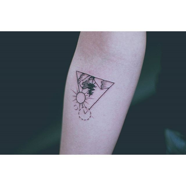#여자타투이스트 #여성타투이스트 #타투 #타투서언 #서언타투 #라인타투 #디자인타투 #미니멀타투 #빈티지타투 #산타투 #도형타투 #팔타투 #타투이스트서언 #타투도안 #tattoo #tattoos #linetattoo #tattooseoeon #tattooistseoeon #seoeontattoo #designtattoo #koreatattooist #seoultattooist #minimaltattoo #vintagetattoo #mountaintattoo #artwork