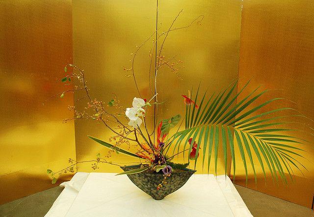 Ikebana by banscylla, via Flickr
