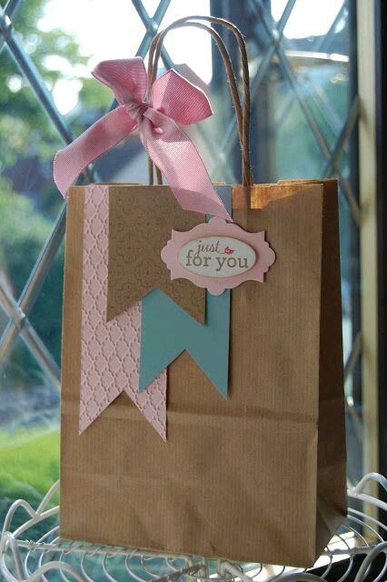 PRIMROSE gift-wrap with gift tag