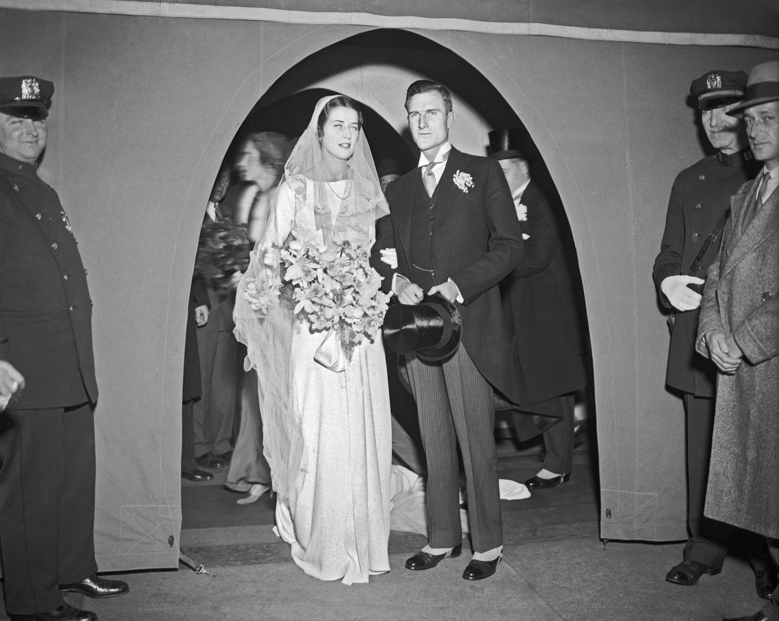 Famous wedding dresses   Gorgeous Wedding Gowns Worn by the Vanderbilts the Astors and