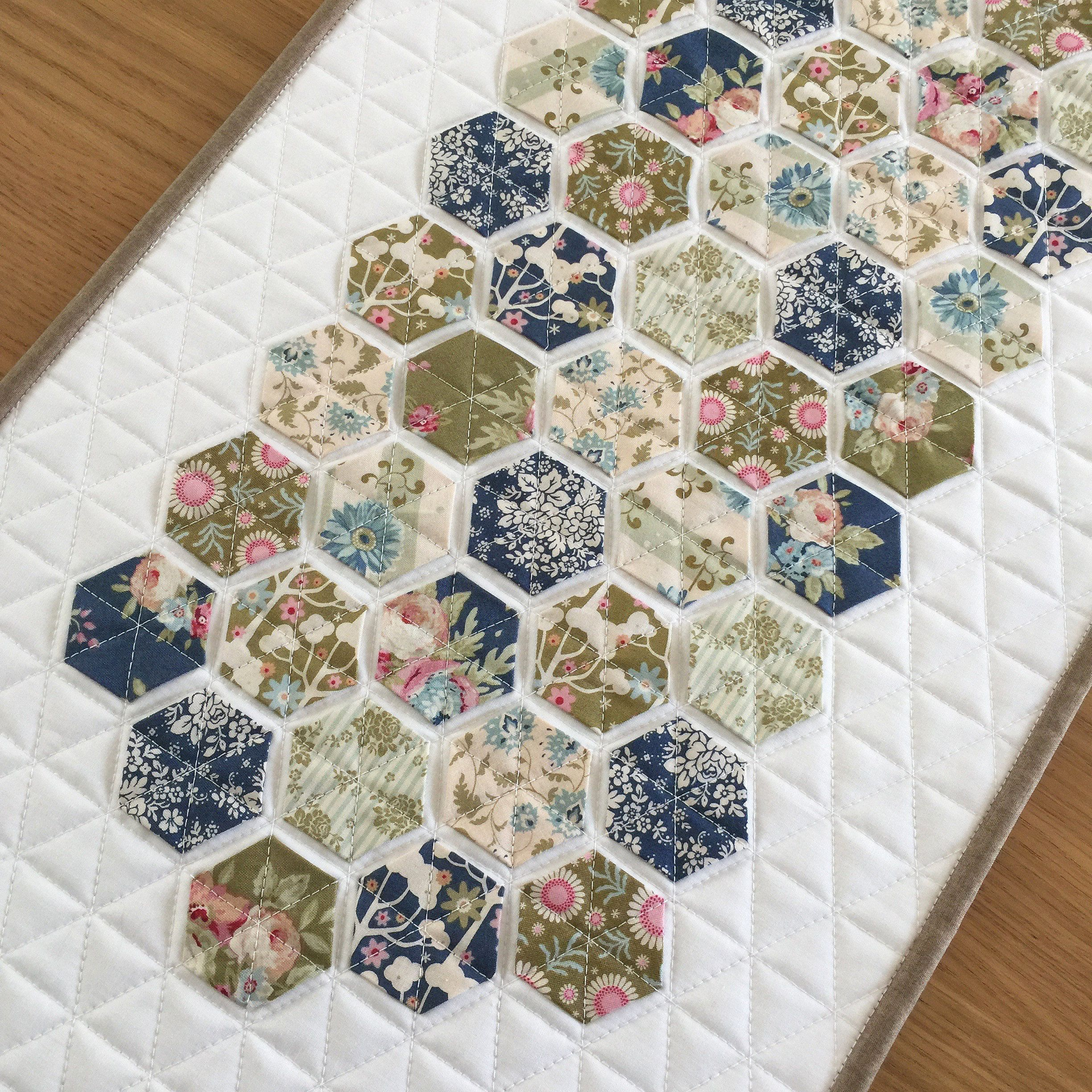 Quilt Wandbehang Hexagon Quilted Table Runner Floral Fabric Wall Hanging