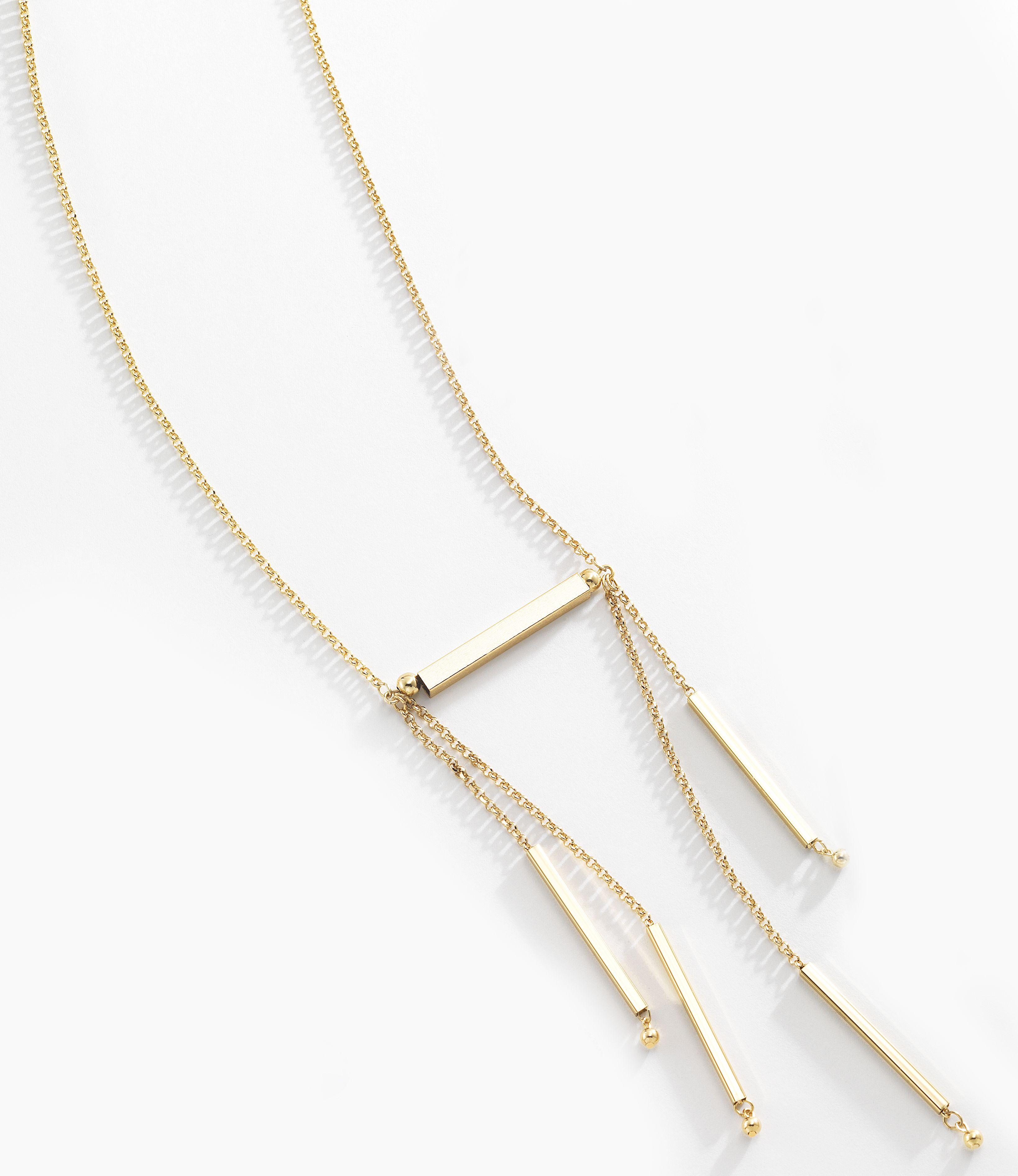a715b7640796 Hermoso collar de cadena tipo cable elaborado en 4 baños de oro de 18 kt y  cadenas colgantes. Luce mejor este collar con la pulsera 116394 y los aretes  .
