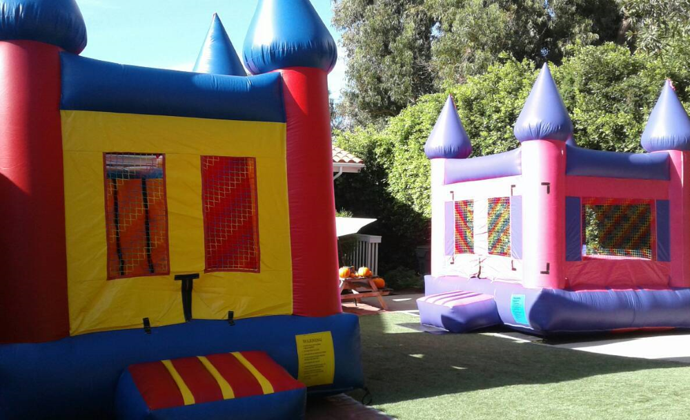 Inflatable Bounce Houses And Bouncy Castles For Rent In Los Angeles Free Themed Banners Available For Some Inflatable Bounce House Party Canopy Bounce House