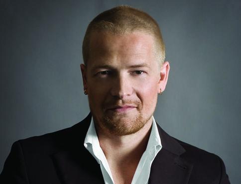 Mehr über Adrian Barclay auf   www.menschenimsalon.de präsentiert von www.my-hair-and-me.de #men #adrian #barclay #famous #hairdresser #short #hair #kurze #haare