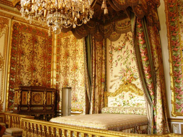 Versailles queen room 2