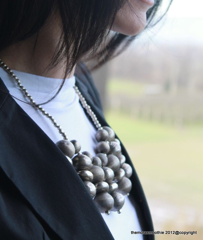 The Mora Smoothie.... with green eyes: DIY Fashion and Outfit: How to wear my DIY necklace!