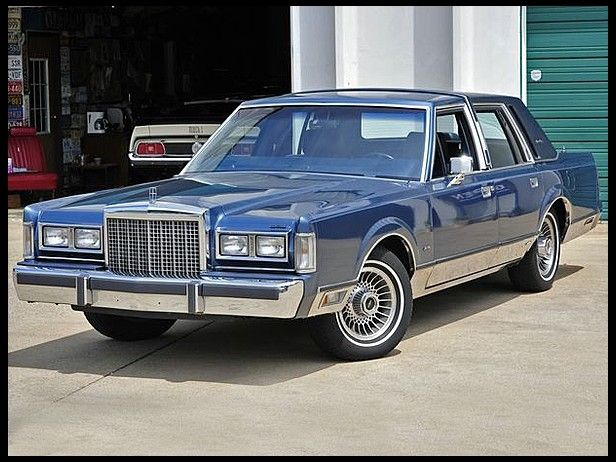 1986 Lincoln Town Car Sedan Mecum Auctions Lincoln Town Car Car Lincoln Motor Company