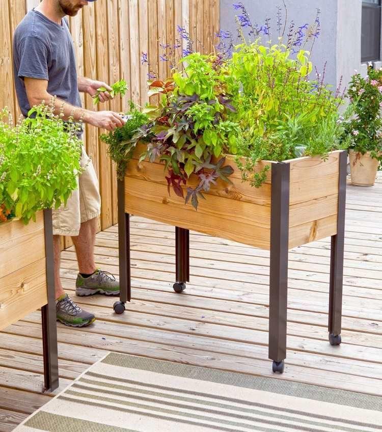 Kleines Tisch Hochbeet Bauen Perfekt Fur Balkon Und Terrasse Balkon Bauen Diygardenboxideas Fur Hoc In 2020 Diy Raised Garden Raised Garden Raised Garden Beds