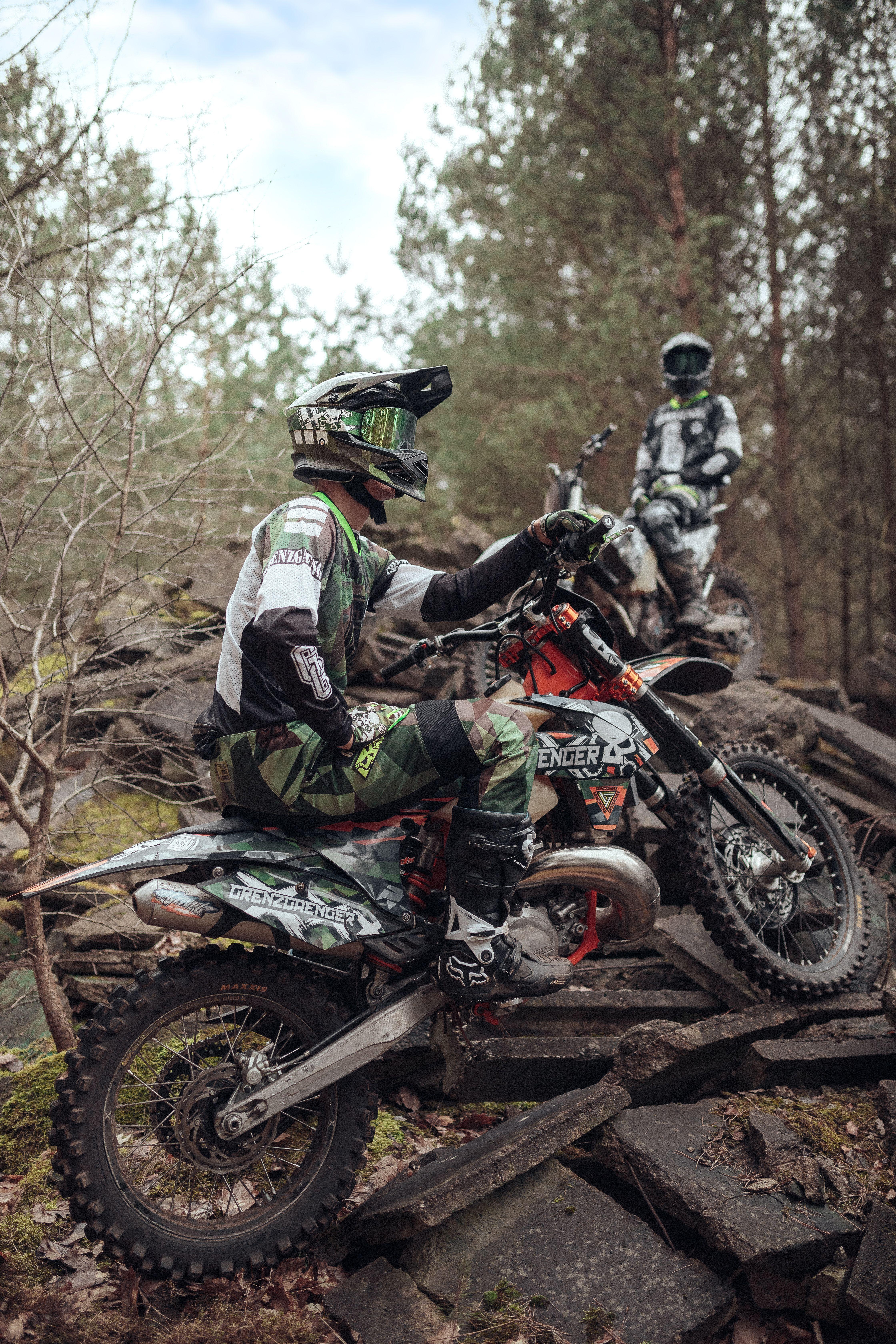 Grenzgaenger Passion Community Experience Pose Ride Enduro