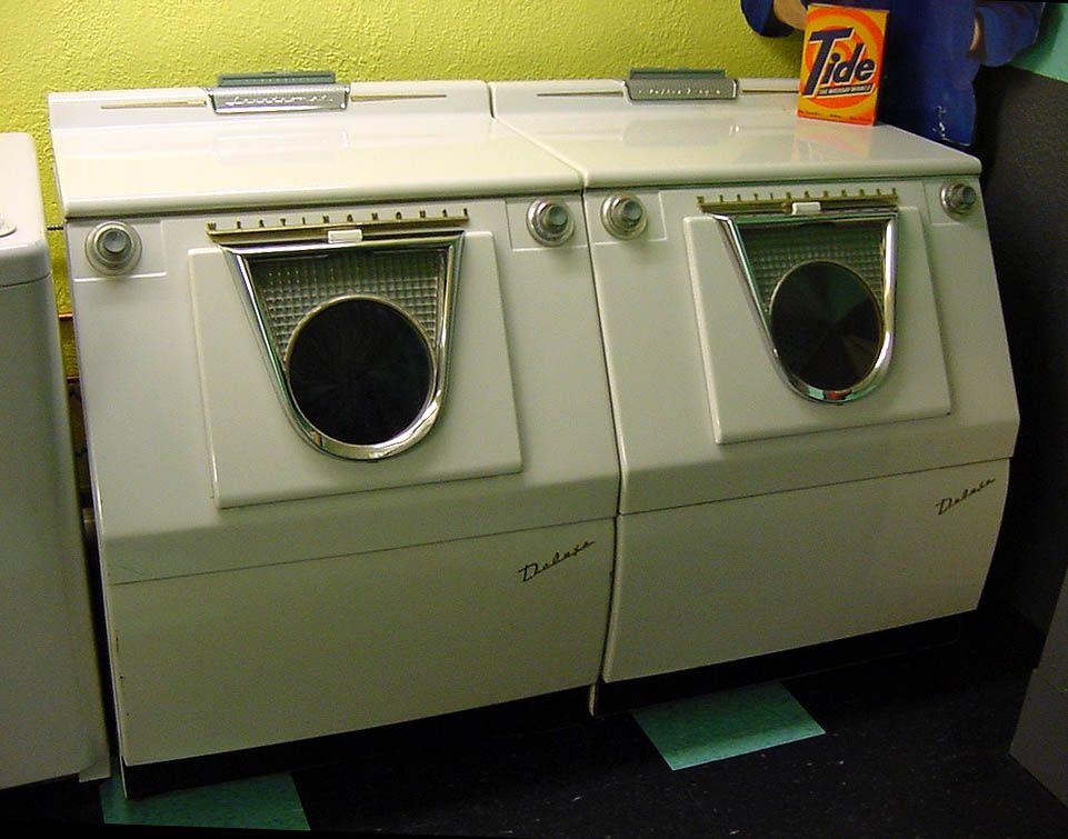 Old Clothes Dryer ~ Probably the coolest looking vintage washer dryer combo i