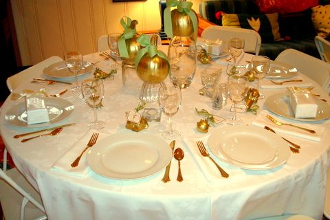 Dining room beauteous thanksgiving party table settings for Round dining table centerpiece ideas