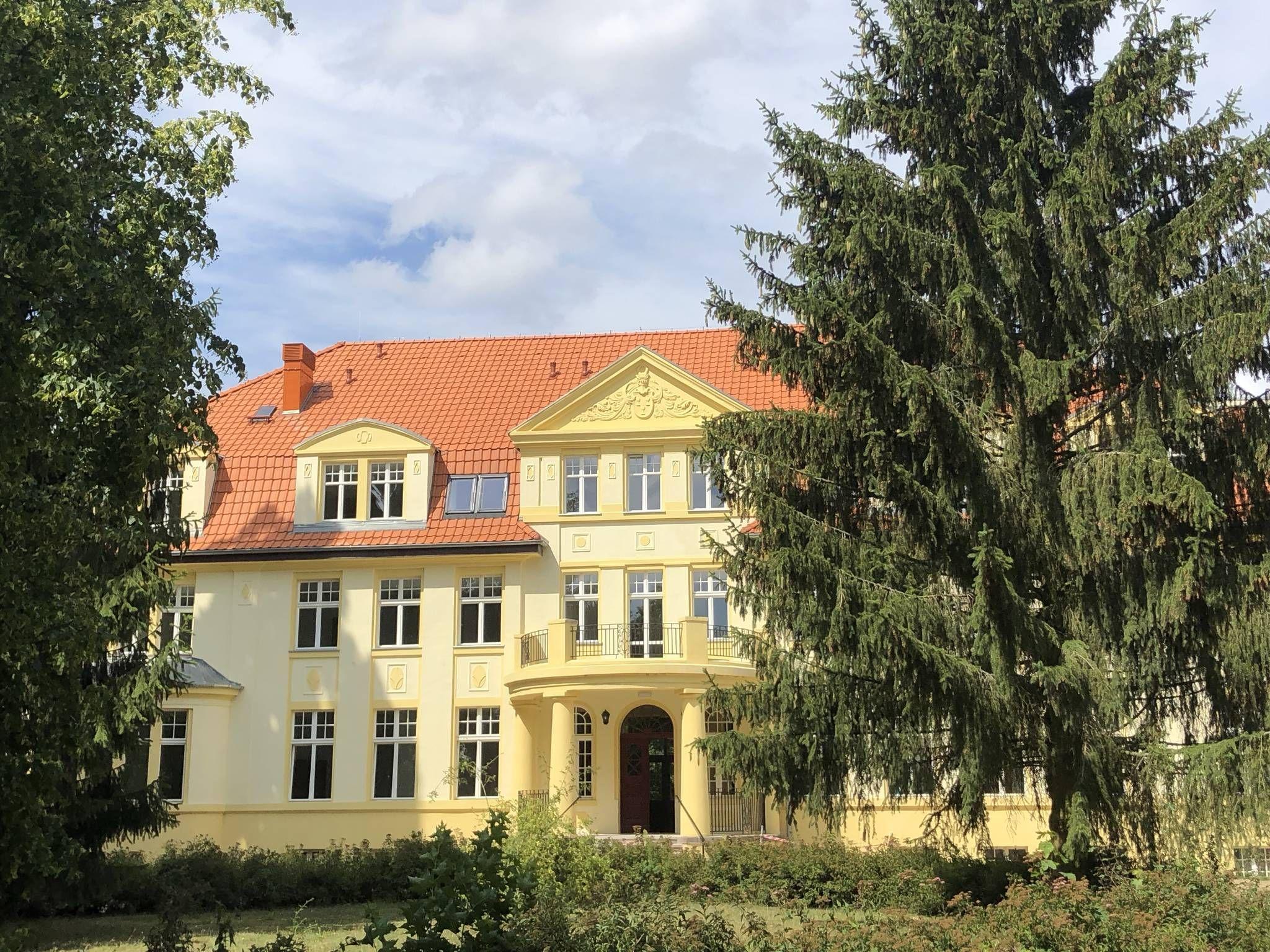Schloss Und Gutspark Biesendahlshof Casekow Uckermark Wandertipps Fotos Komoot Schloss Wandertipps Fotos