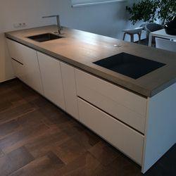 Küchenmöbel - hart im Nehmen, Arbeitsplatte aus Eiche in Kombinat ...