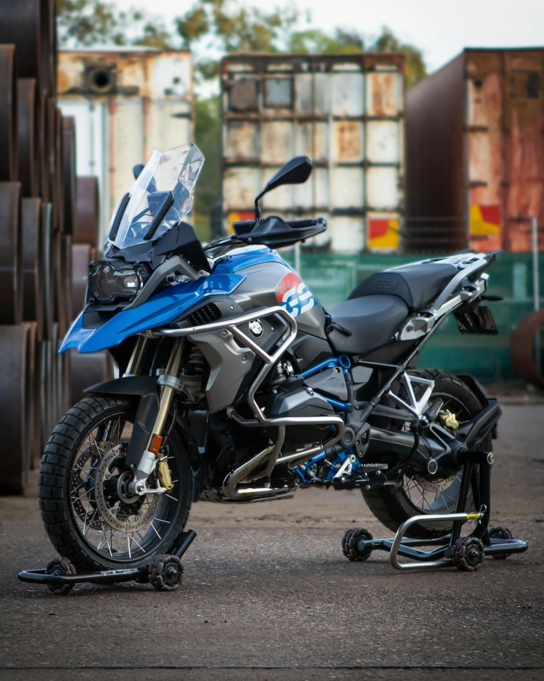 Go Multi Directional Bmw R1200gs Dynamoto Video In 2020 Adventure Bike Motorcycles Motorcycle Design Bmw [ 1350 x 1080 Pixel ]