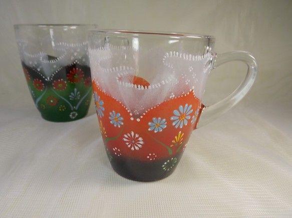ガラスのマグカップに楽しい色のお花とフリフリレースを手描きしました。きちっと感とふんわり~感を出してみました。女の子の大好きなフリフリレースのゆる~い感じが伝...|ハンドメイド、手作り、手仕事品の通販・販売・購入ならCreema。