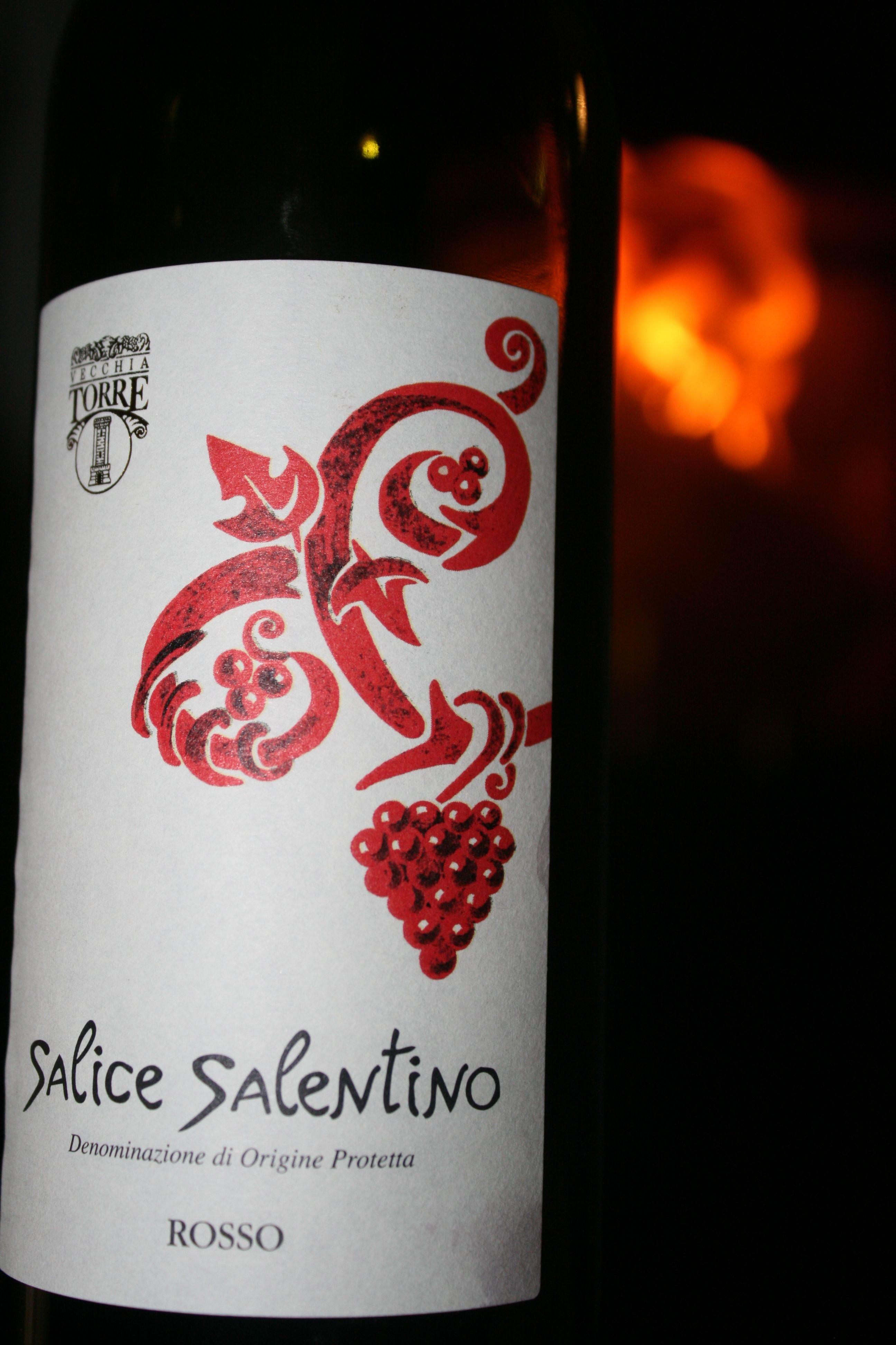 Salice Salentino 2009 von Jacques. Fruchtiger Roter aus Apulien, Kirschnoten, Tabak und Schwarzer Pfeffer.