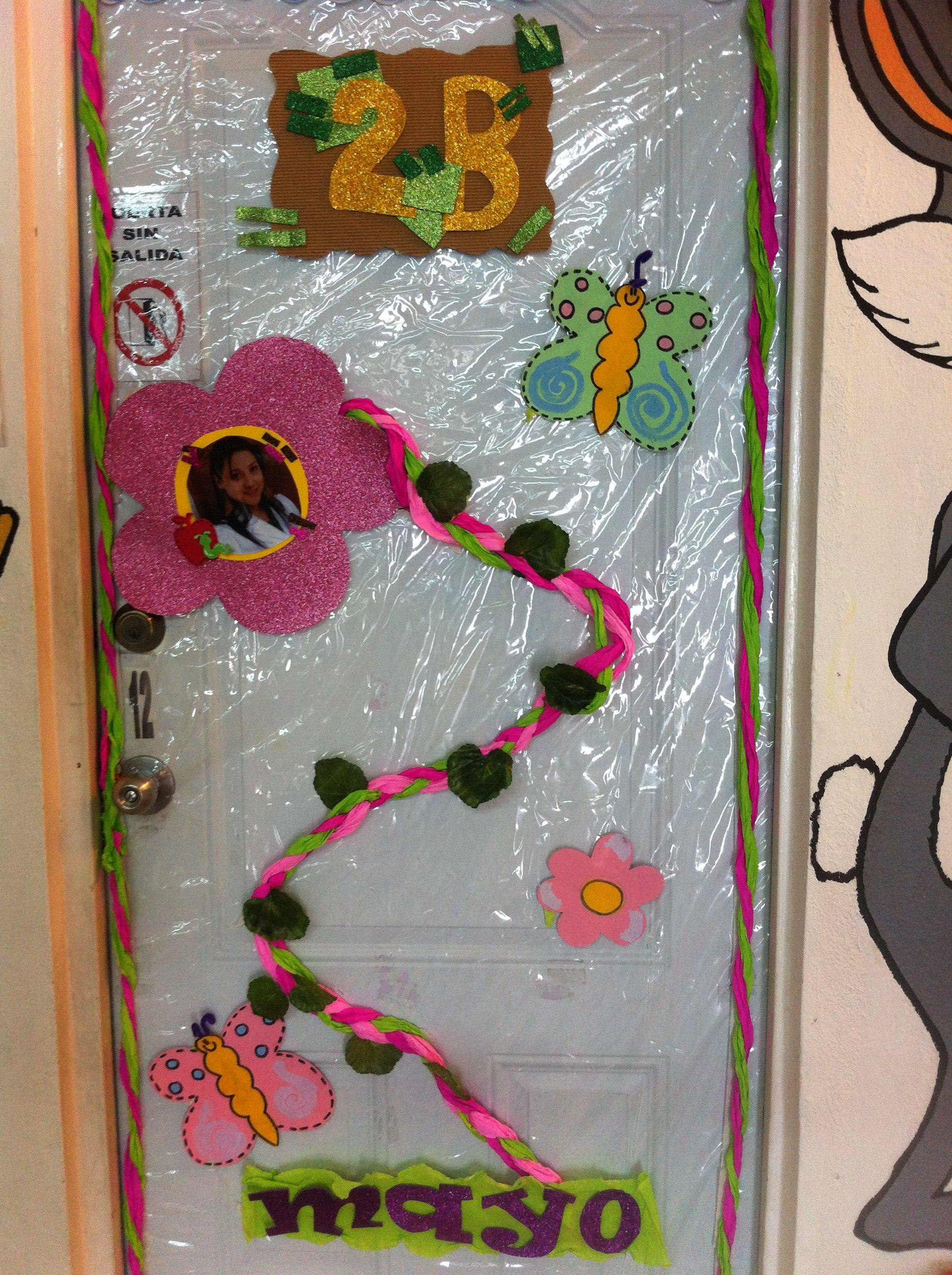 puerta decorada para mes de mayo aulas pinterest