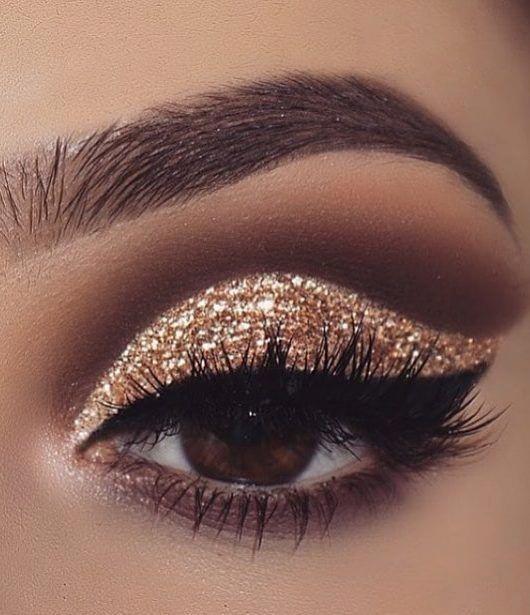 gold glitter eyeshadow;make up tutorial;make up for brown eyes;make up for hazel eyes;make up organization;make up ideas; #eyemakeups #browneyeshadow
