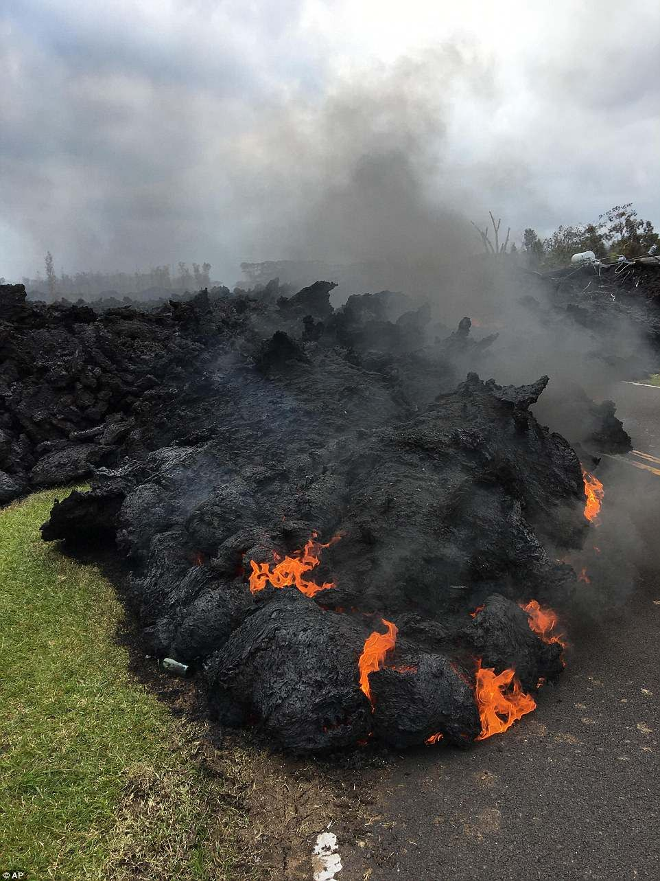 Two new vents open up on erupting Kilauea volcano spewing