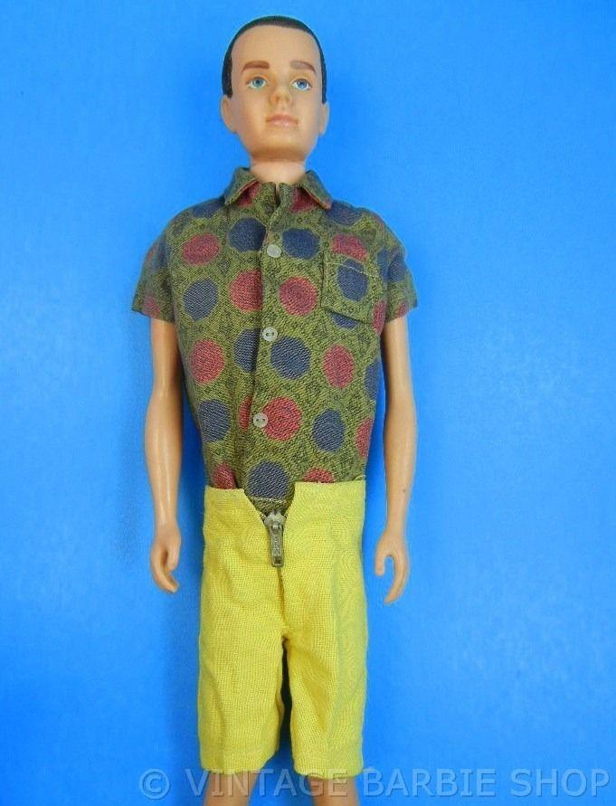 Ken pantalones con cierres pequeños especiales botones miniaturas en la camisa no existía el Velcro o cierre mágico.