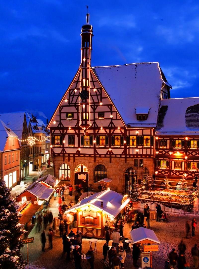 Deutschland Weihnachtsmarkt.Forchheimer Weihnachtsmarkt Rathaus Adventskalendar Advent Advent