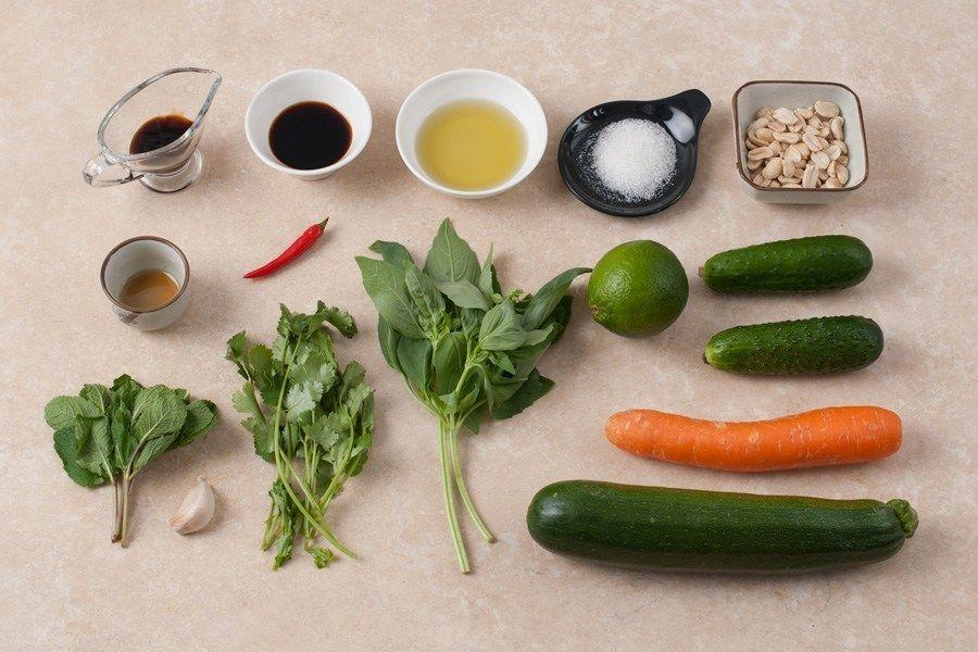Салат из овощей с азиатской заправкой