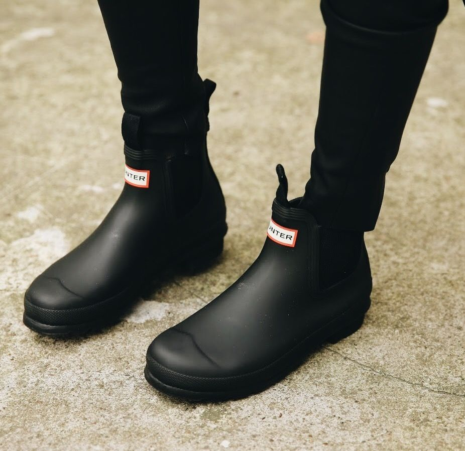Hunter Women's Original Pulltab Lightweight Chelsea Boots in black