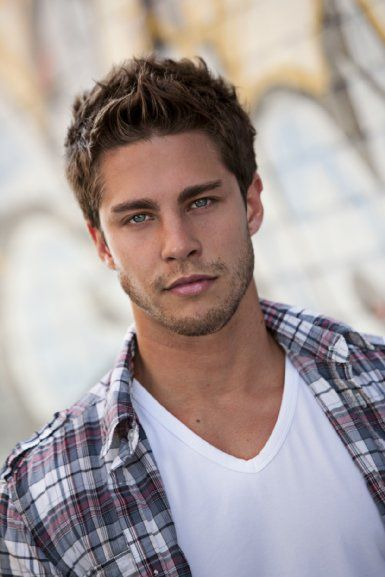 Pictures & Photos of Dean Geyer - IMDb