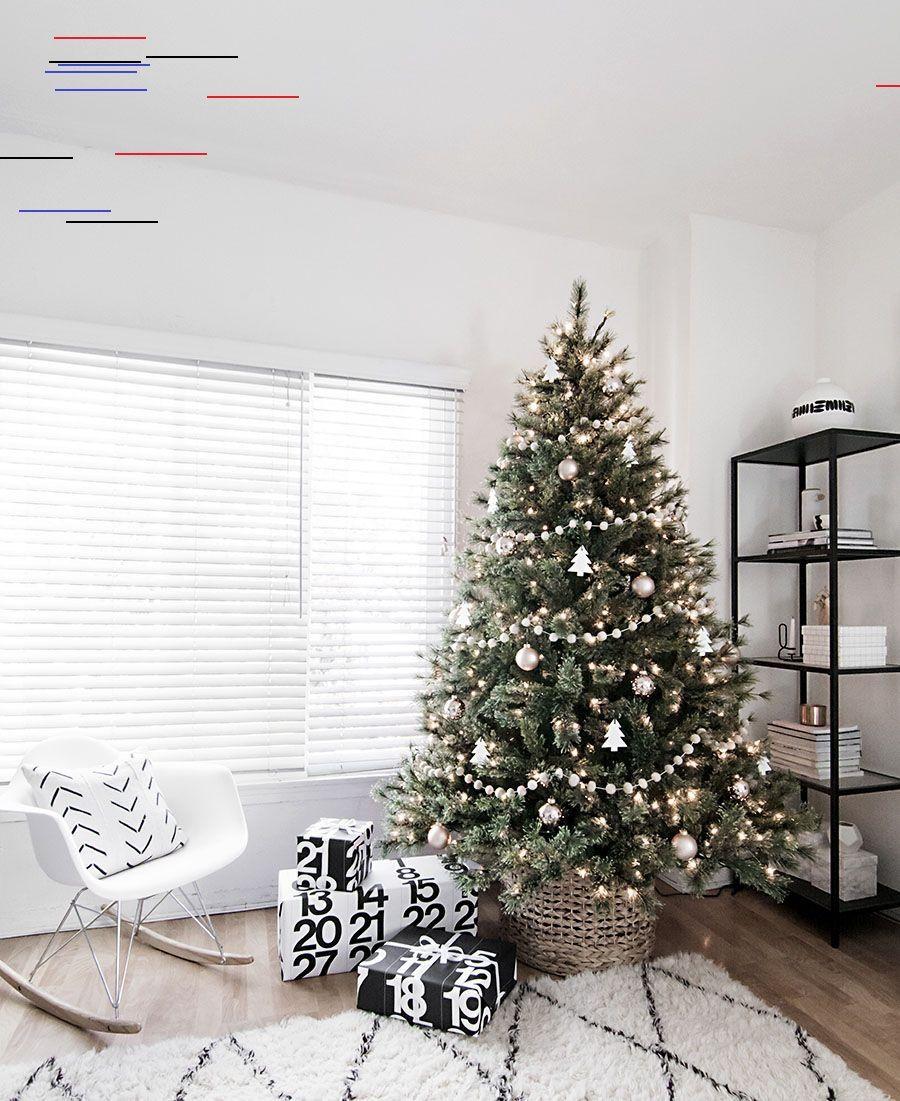 Incredibly Chic Modern Minimalist Christmas Trees 10 Beautiful Christmas Tree Decorating Ideas To Celebrate Noel Minimaliste Deco Noir Et Blanc Deco Noel Sapin