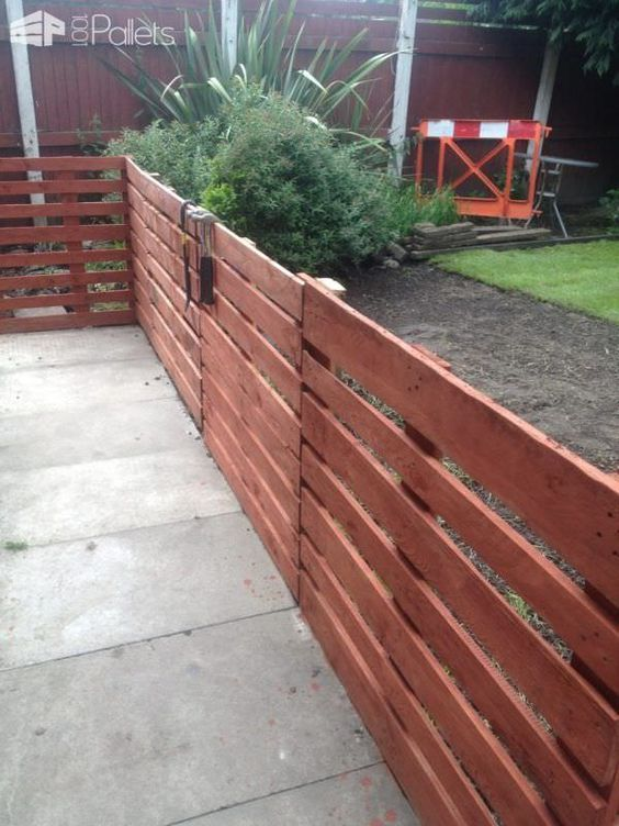 Easy Pallet Fence Patio Surround My First Attempt At Using Pallets And I Must Say Did Find It Quite To Make This