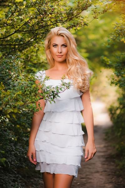 Meet Beautiful Russian Women and Pretty Ukrainian Girls