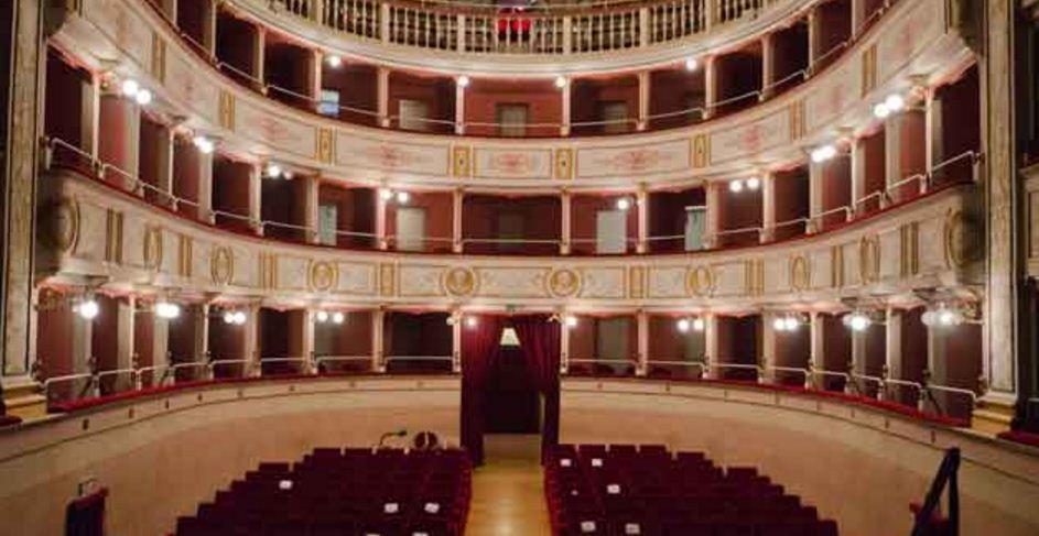 Un musical sul palco del teatro Piermarini di MatelicaIL BORGHIGIANO IL BLOG DI FABRIANO E https://t.co/yaCfg0gZus https://t.co/C0TohwD4LO