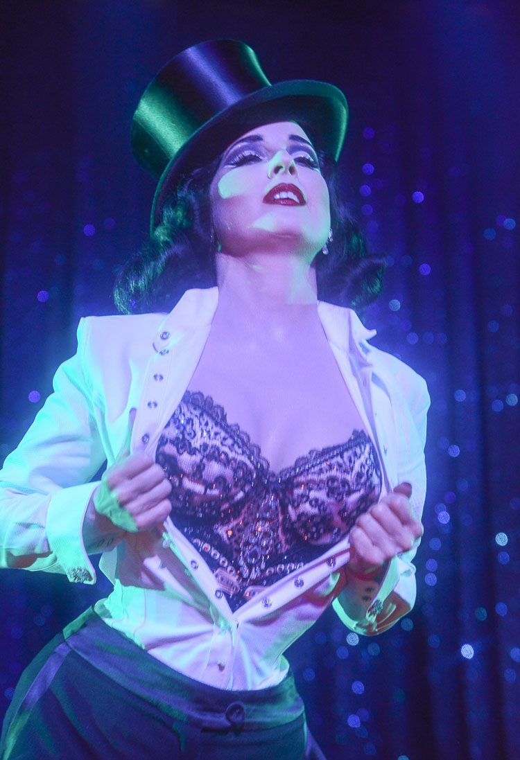 ce9a3acf28a Scott s Photos  Dita Von Teese   House of Blues ~ Chicago July 11 ...