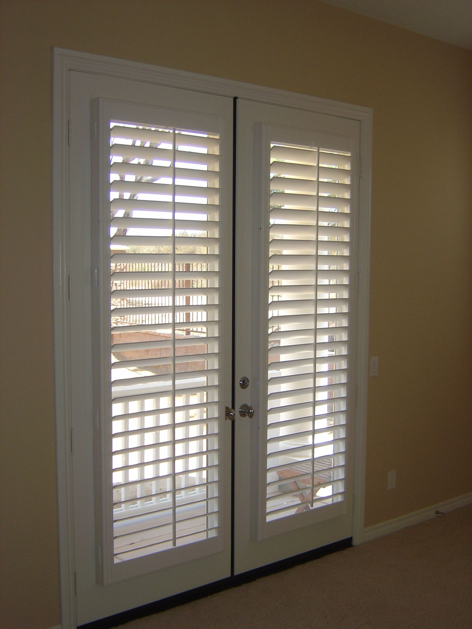 Window treatment ideas for doors 3 blind mice window for Cheap back doors